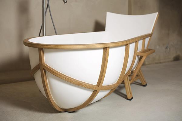 Bathtub by Thomas Linssen