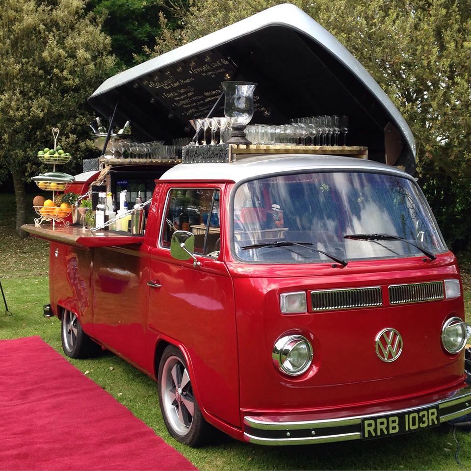 Volswagen Combi Cocktail Car - rouge