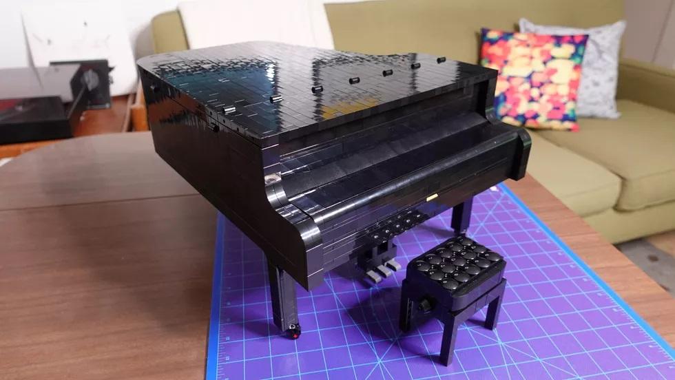 Lego Grand Piano - closed